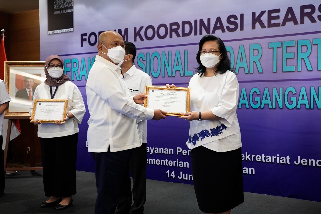 Pusdiklat Perdagangan Mendapatkan Piagam Penghargaan Unit Kerja Pengelola Arsip Terbaik Peringkat IV Kementerian Perdagangan Tahun 2021